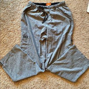 Koi basics Holly cargo scrub pants